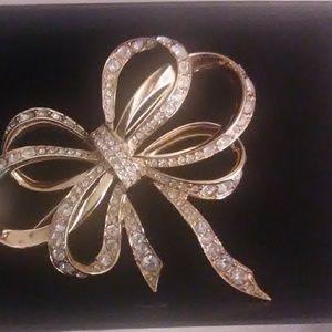 Avon large goldtone/rhinestone bow pin